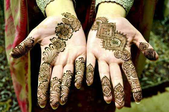thin petal eid mehndi design for hands