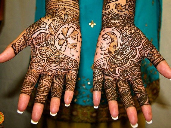 Enchanting Arabic mehndi design for hands