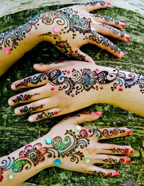 Multi color glitters on mehndi pattern