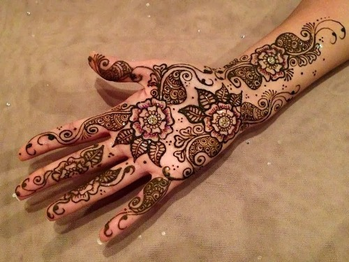 glitter shaded mehndi design with flowers