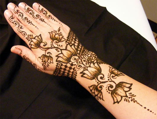 shaded mehndi design for full arms