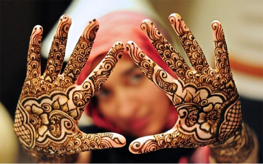 same pattern shaded mehndi design for eid