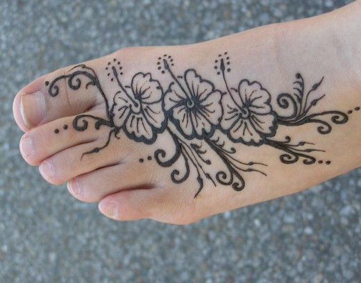 simple floral henna design for feet