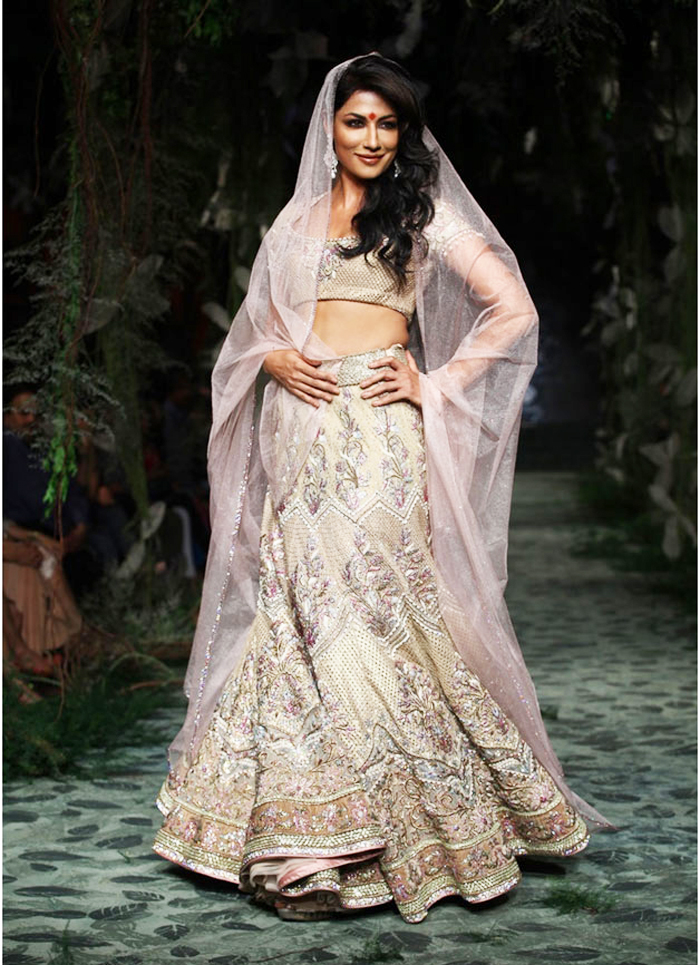 Sabyasachi Mukherjee Wedding Bridal Dresses 07