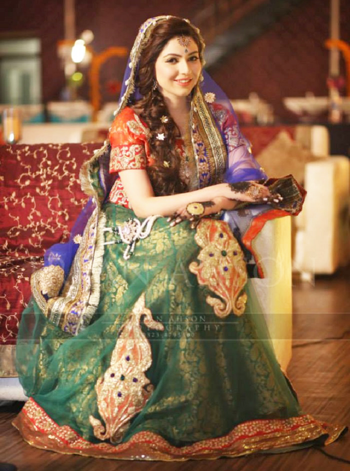 latest mehndi dress design for Pakistani brides