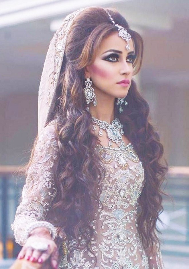 best indian wedding hairstyles for brides 2016 2017. Black Bedroom Furniture Sets. Home Design Ideas