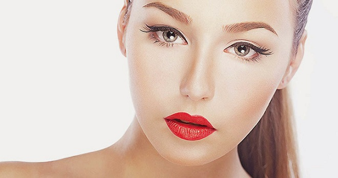 red lip color with perfect eye liner winter trend