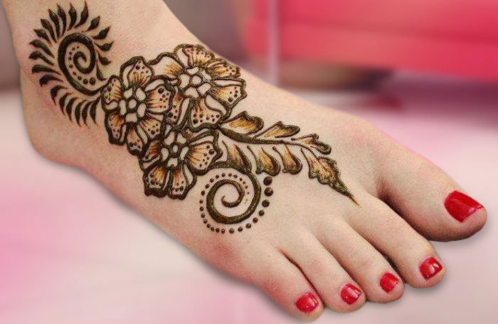 leafy and flowery design for bridal mehndi