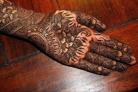 nicely done front hand full mehndi pattern
