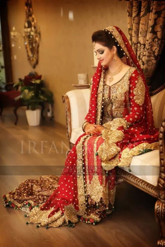 Glamorous red bridal lehenga for wedding day