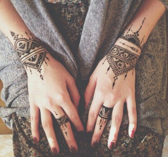 bracelet style henna design for simple girls