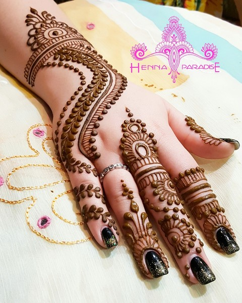 Elegant Backhand Mehndi design 2017