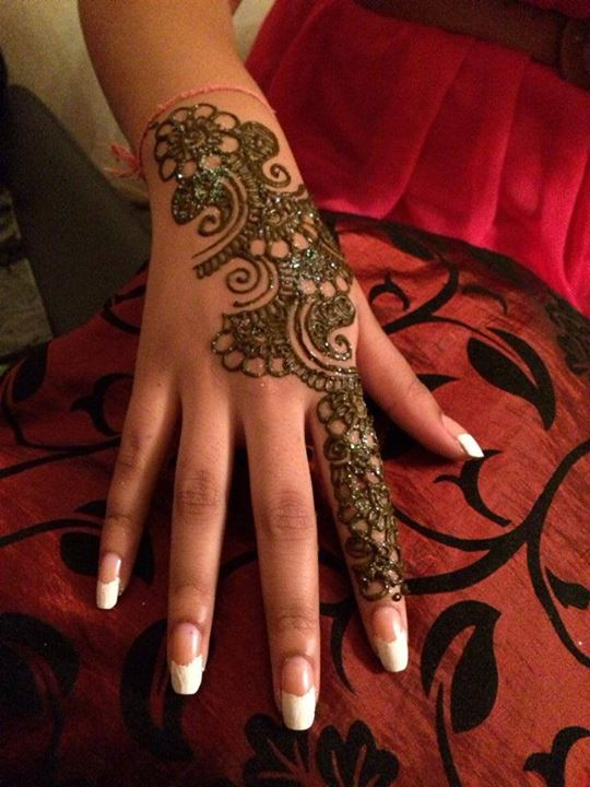 floral bail style mehndi design for back hand