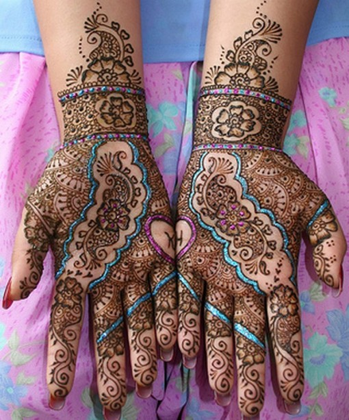 mauve glitter on bridal mehndi design