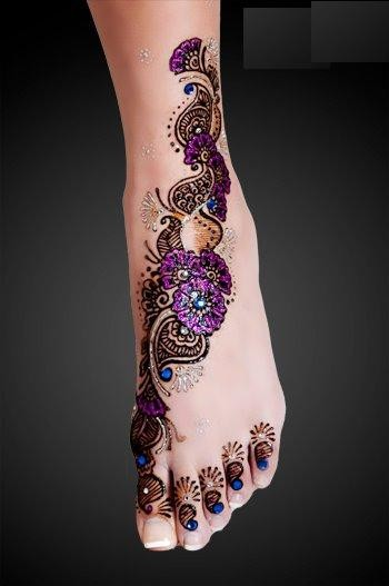 mauve glitter mehndi design for feet