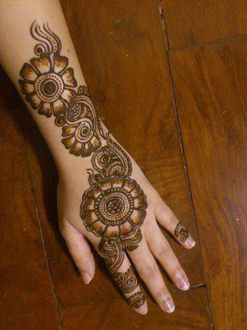 big floral shaded mehndi design