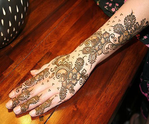 pakistani shaded mehndi design for back hand