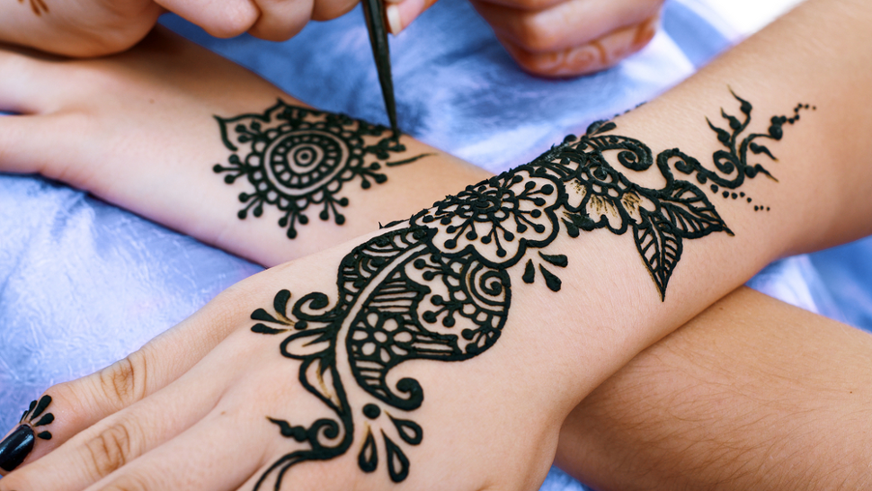 Bail Style Black Mehndi Design for Hands