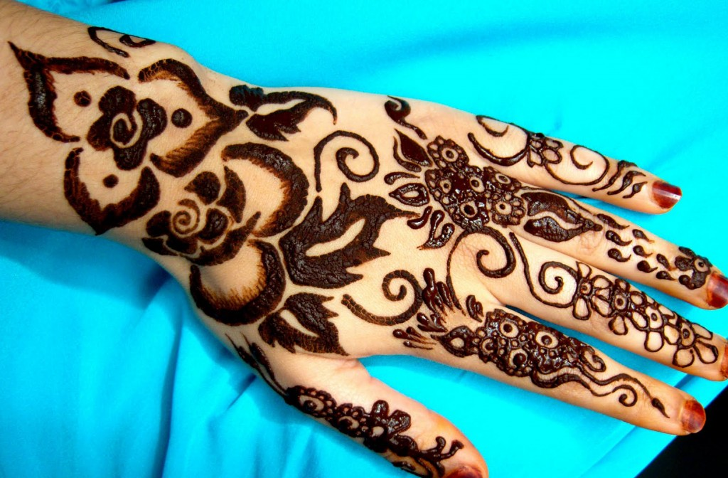 Back Hand Shaded Black Mehndi Design