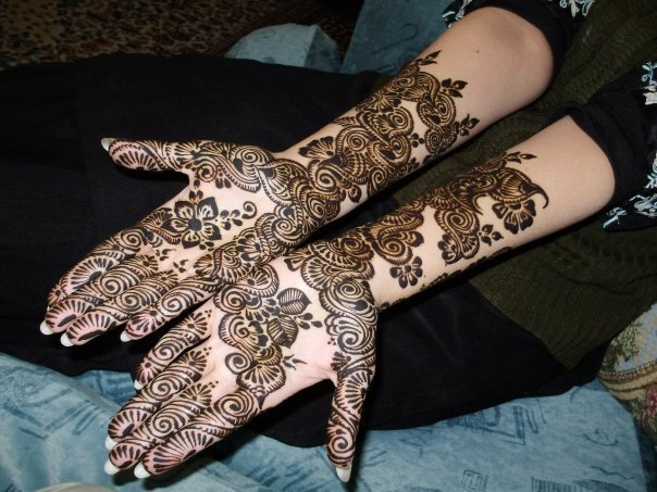 Bridal Black Mehndi Design for Hands