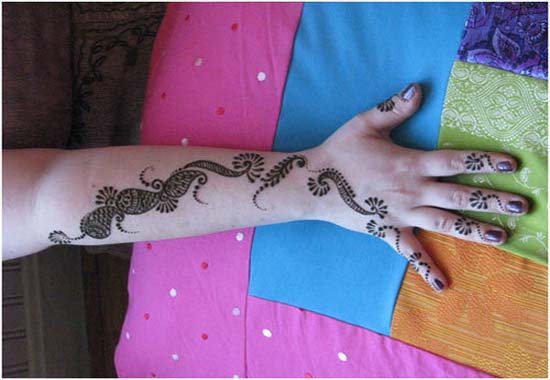 Wrist mehndi design for begginers