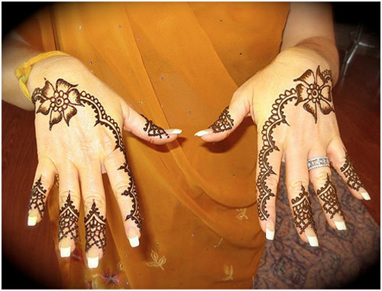Endearing easy henna pattern for girls