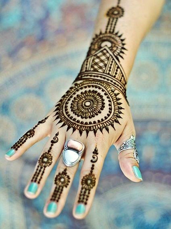traditional tikki mehndi art