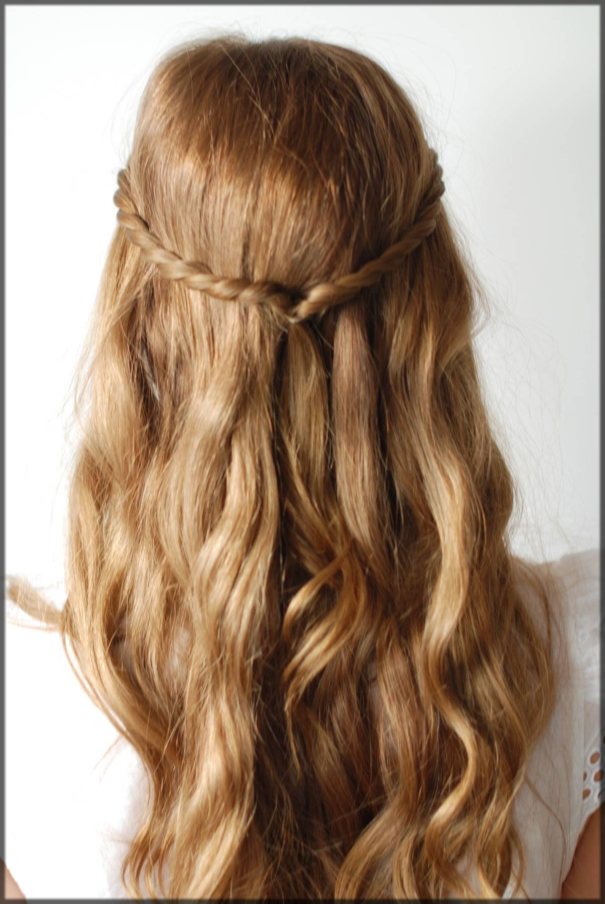 beautiful winter twisted hairstyle for ladies