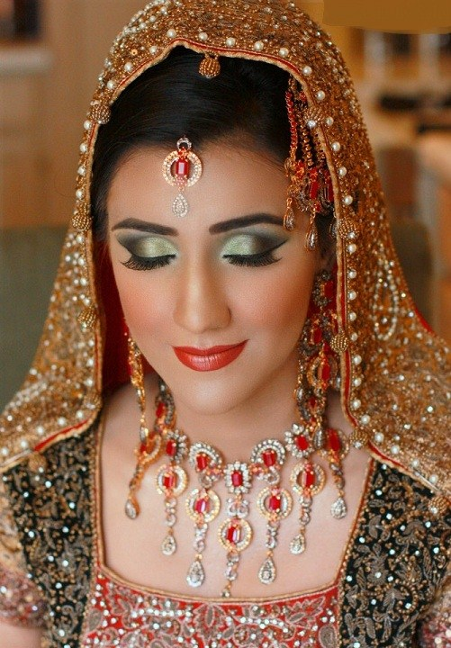 Best Makeup Ideas for the Indian Brides 19