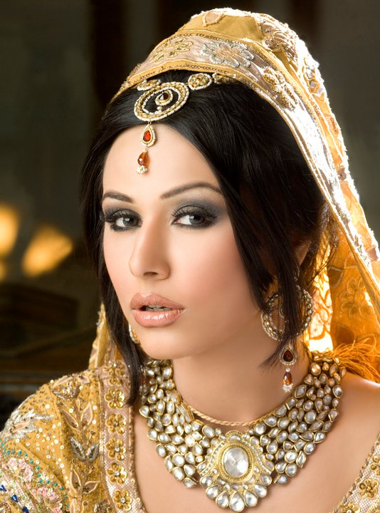 Pakistani Bridal Makeup Ideas 19