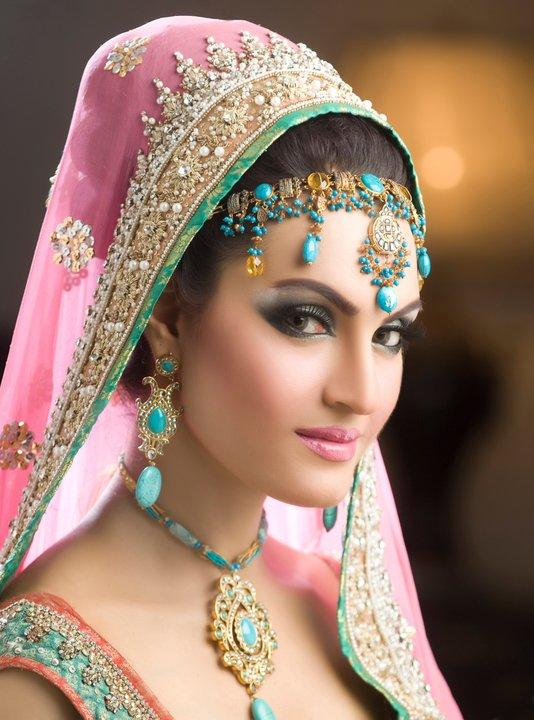 Pakistani Bridal Makeup Ideas 23