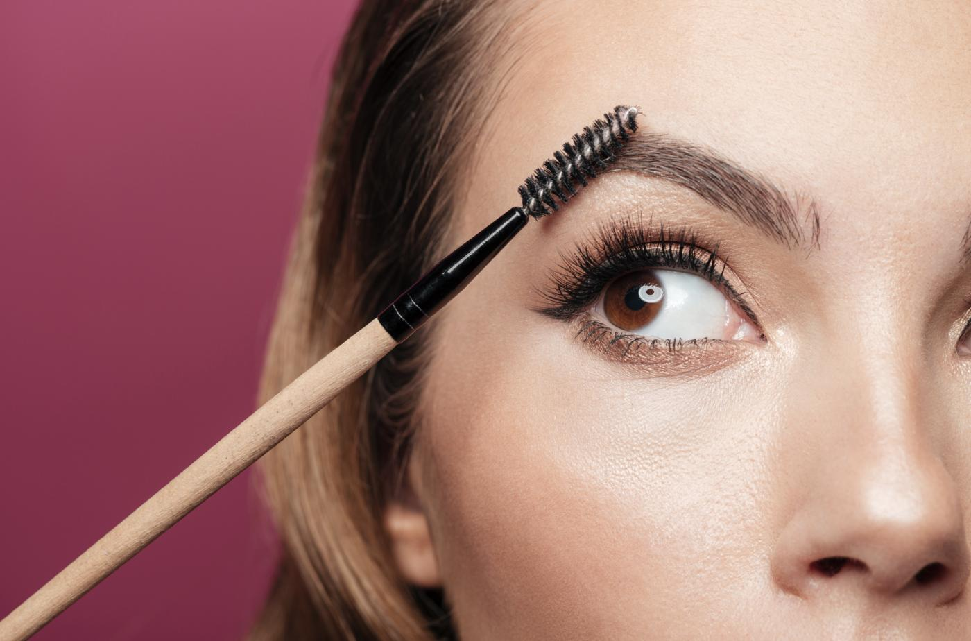 shape your eyebrows at home