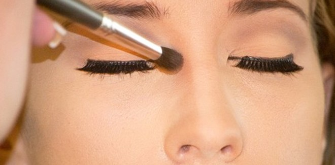 How To Make Your Nose Look Thinner With Makeup – 5 Easy Steps