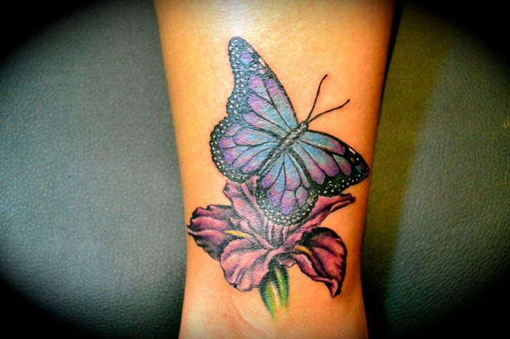 Inspiring tattoo designs for girls on wrist 20