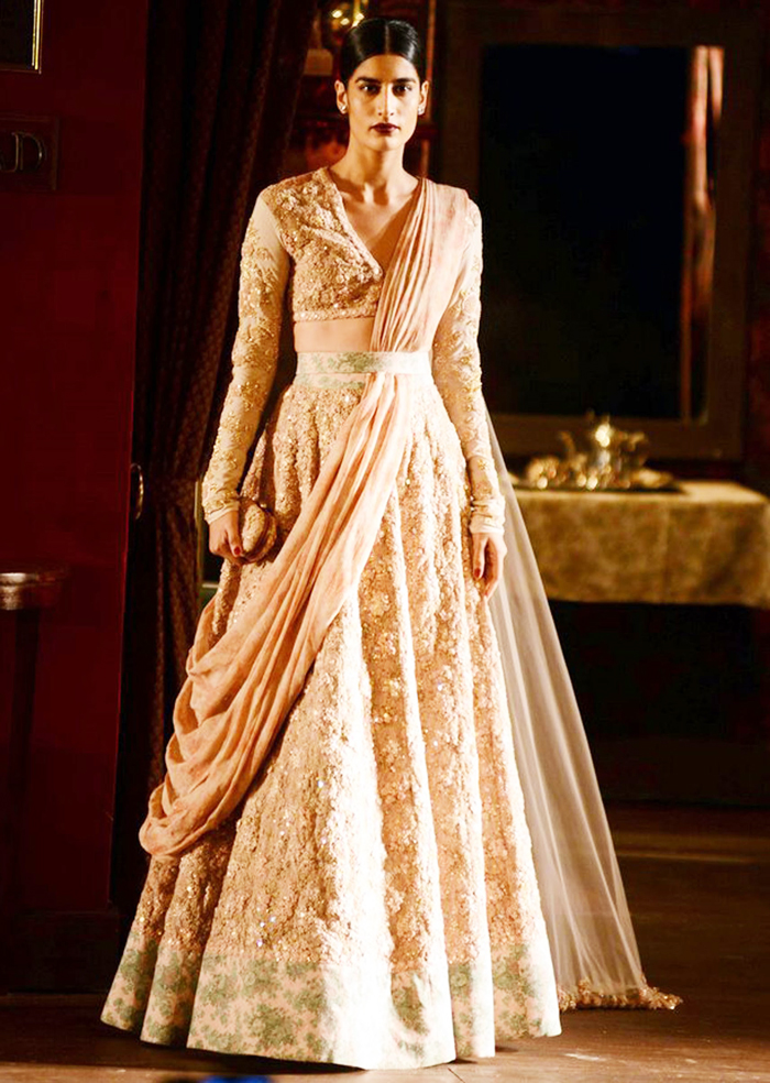Sabyasachi Mukherjee Wedding Bridal Dresses 09