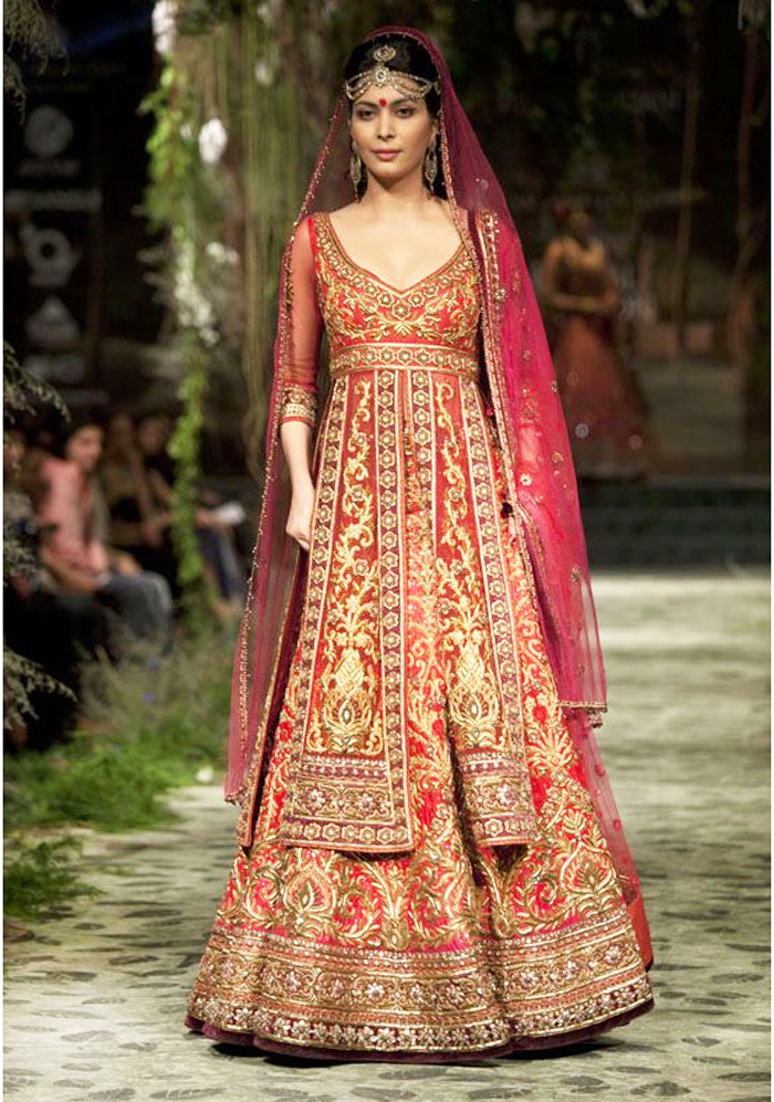 Sabyasachi Mukherjee Wedding Bridal Dresses 11
