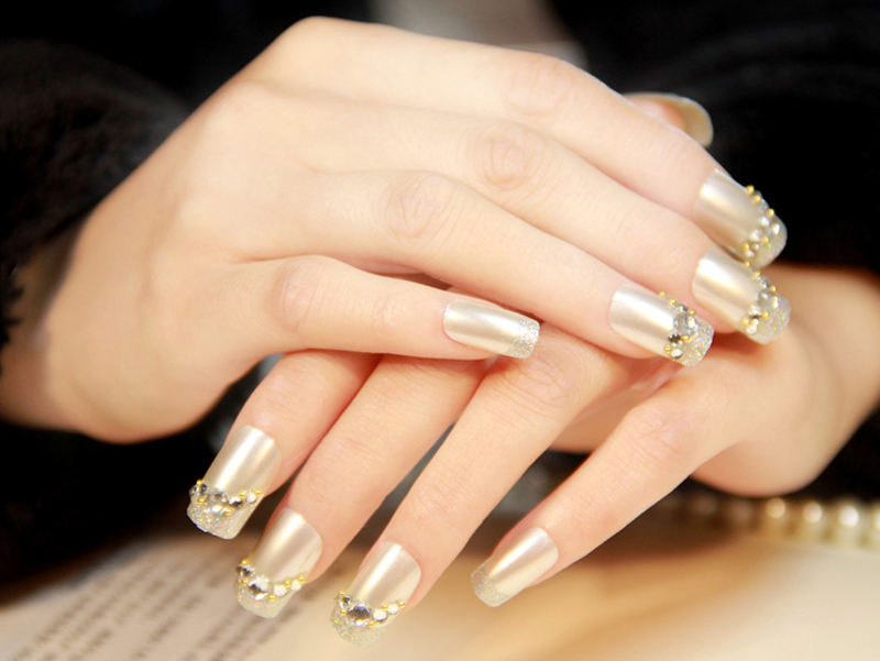 Sophisticated Rhinestone Nail Art Designs 01
