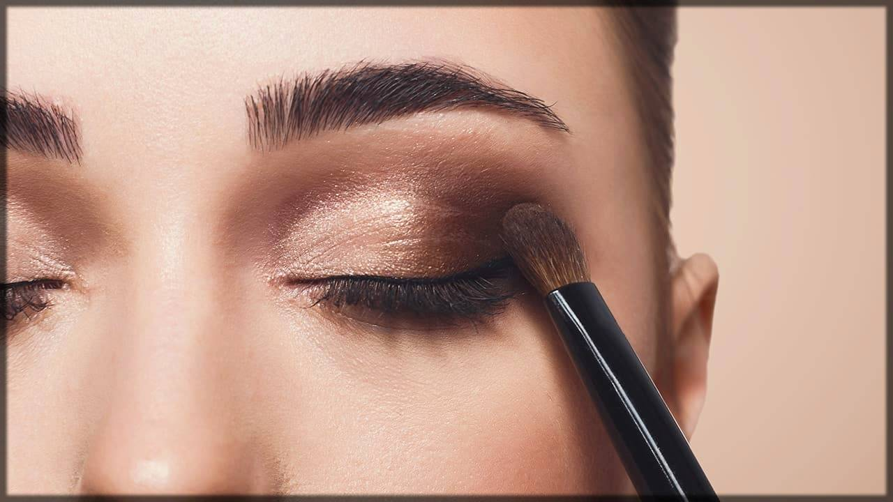 dark eyeshadow on brow bone - tricks to make eyes bigger and attracitve
