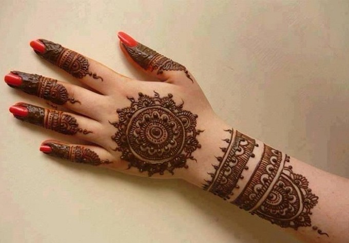 Sun Style Mehndi Design for Eid Ul Adha