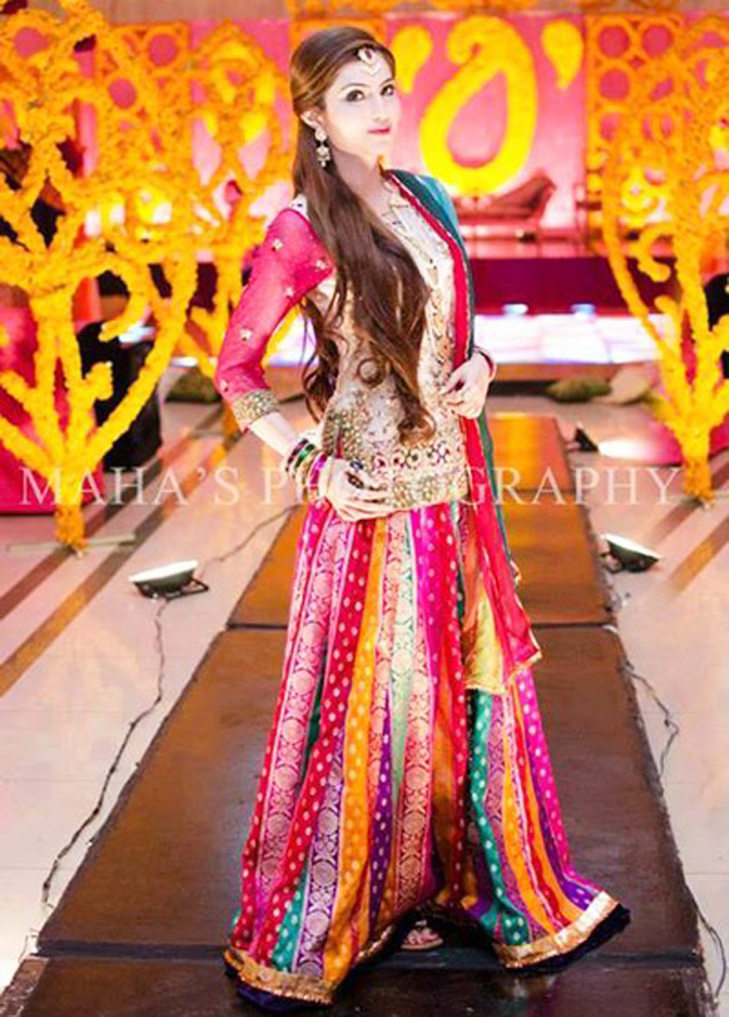 lehenga choli dress for mehndi brides