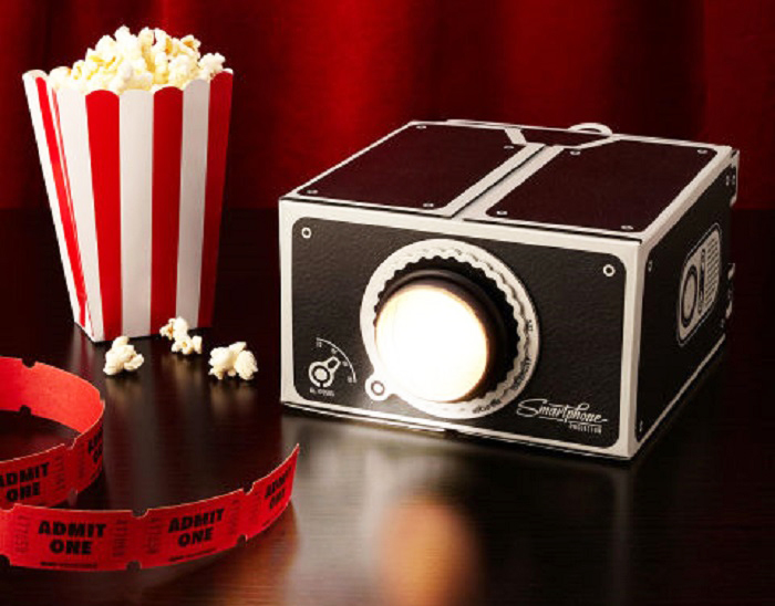 Christmas-gift-for-teenage-boys-smartphone-projector