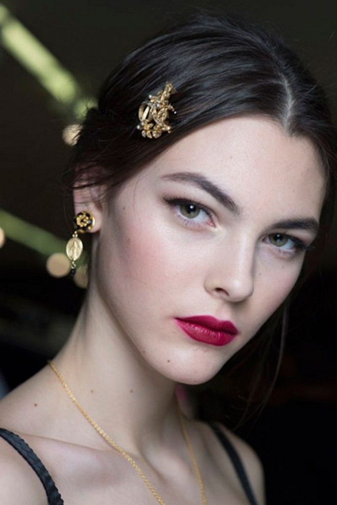 sharp lipstick winter makeup trend