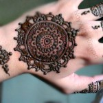 gol tikki mehndi design for back hand