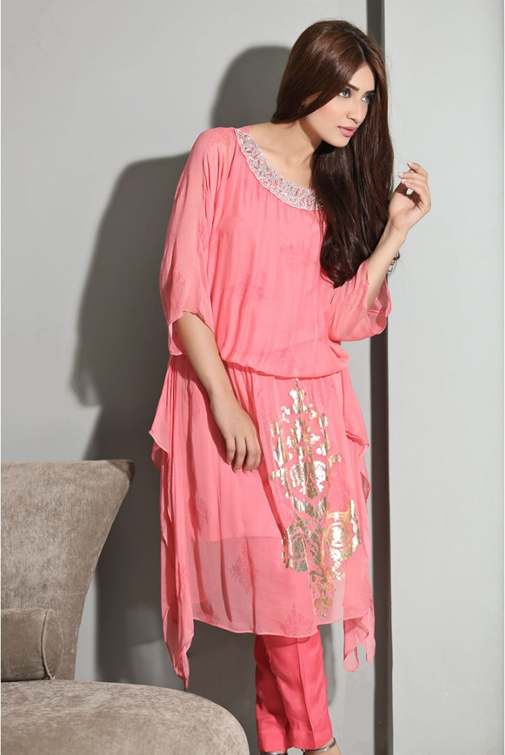 pink tunic with elastic belt paired with straight pants