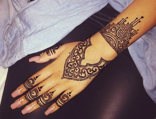 simple back hand Turkish mehndi design