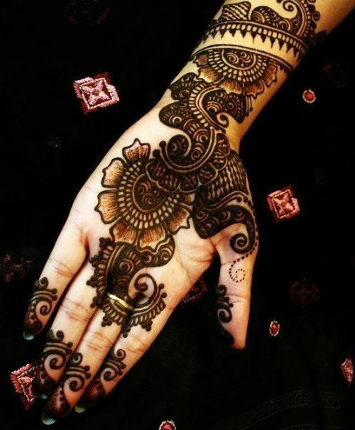 Elaborated Black mehndi design