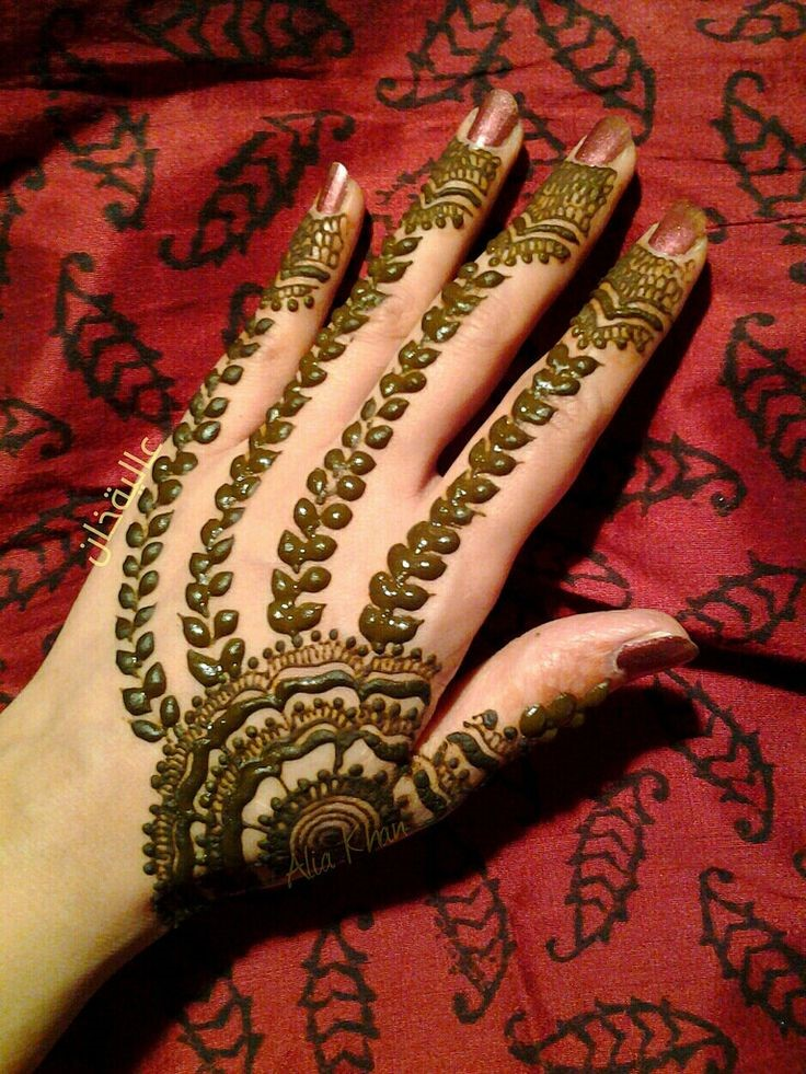 Pakistani Petal Mehndi Design for Wedding