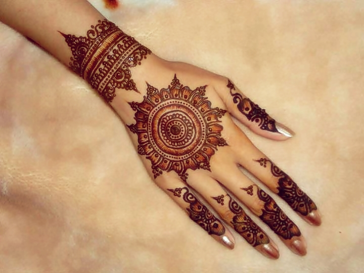 tikka style mehndi design for back hand