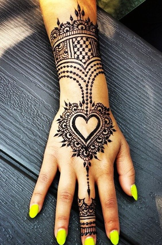 Simple Royal Bracelet Mehndi Design