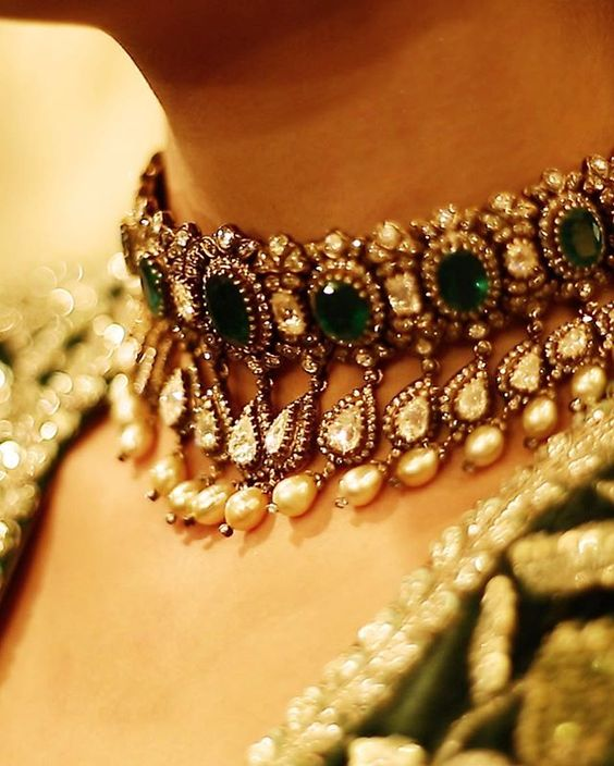 Emerald Choker Necklace Collection